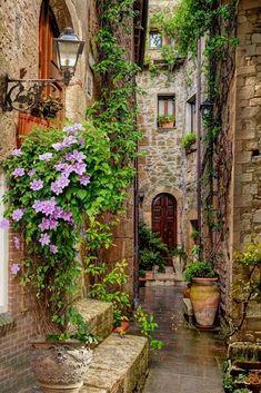 Living in Italy #VacationsinItaly #VisitingItaly #LivinginItaly #TravelinItaly #PlacestogoinItaly Places To Travel, Places To See, Travel Destinations, Holiday Destinations, Time Travel, Italy Landscape, Sky Landscape, Photos Voyages, Tuscany Italy