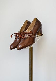 vintage 1930s shoes / 30s vintage oxfords / 1930s brown shoes / vintage 30s shoes. $148.00, via Etsy. OH MY GOSH MUST HAVE