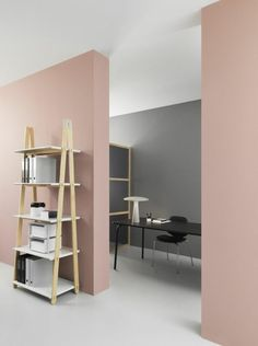 office or living room paint colors, pastel pink and gray walls, off-white floor and white ceiling, minimalist wooden furniture Room Colors, Pink Painted Walls, White Floors, Pink Living Room Walls, Paint Colors For Living Room, Colours That Go With Grey, Living Room Arrangements, Interior, Pink Painted Furniture