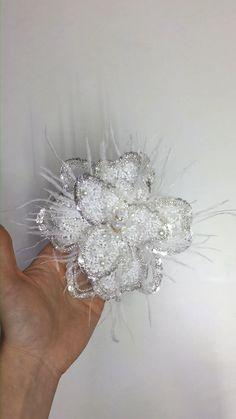 Wedding Embroidery, Beaded Embroidery, Girls Dresses Uk, Hair Jewelry, Beaded Jewelry, Moda Peru, Diy Clothes Design, Bridal Headdress, Satin Cocktail Dress