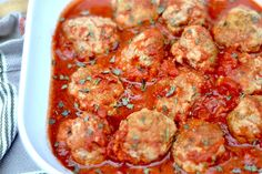 Slow Cooker Turkey Meatballs are simple to make delicious to eat and are grain free! If any of my Paleo or Gluten Free friends ever try to eat or buy meatballs youll notice that they almost ALWAYS contain breadcrumbs. It drives me crazy really. I lov Crock Pot Recipes, Turkey Recipes, Slow Cooker Recipes, Cooking Recipes, Slow Cooking, Cooking Light, Paleo Whole 30, Whole 30 Recipes, Primal Recipes