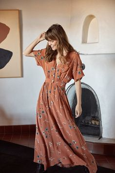 Retro Fashion 9 Brands That Upcycle - Ethical Fashion Guide 70s Inspired Fashion, 70s Fashion, Slow Fashion, Women's Fashion Dresses, Womens Fashion, Fashion Trends, Fashion Guide, 70s Women Fashion, Fashion Stores