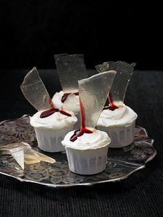 Halloween Cupcakes mit Glassplitter und blutige Spuren