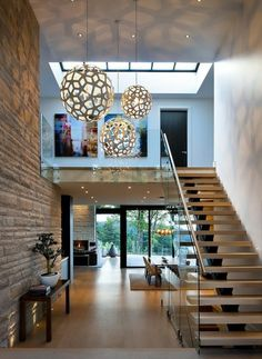 Love the light fixture Stairs Design Modern Fixture Light Love Salon Interior Design, Beautiful Interior Design, Beautiful Interiors, Interior Modern, Home Stairs Design, Modern House Design, Modern Staircase, Modern Foyer, Staircase Architecture