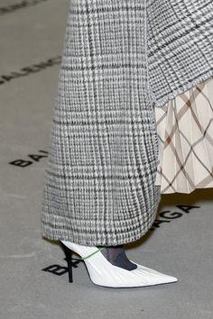 Balenciaga at Paris Fashion Week Fall 2017 - Details Runway Photos