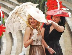I should move to Kentucky at the very least so I can wear hats at least a few times a year. Kentucky Derby Fashion, Kentucky Derby Hats, Derby Time, Derby Day, Funky Hats, Red Hats, Women's Hats, Royal Ascot Hats, Derby Outfits