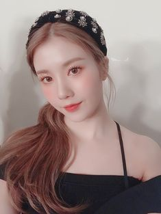 """Kwon Eunbi """" Eunbi is beautiful like a goddess, there is no word to describe her beauty. So perfect """" Ulzzang Korean Girl, Woo Young, Japanese Girl Group, The Wiz, Kpop Girls, Cool Girl, Idol, Celebs, Pretty"""