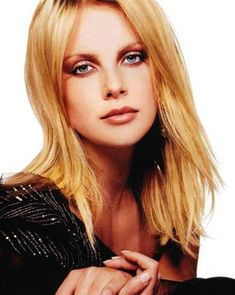 Get tons of Charlize Theron Hairstyles Part 4 for free Charliez Theron, Charlize Theron Hair, Mighty Joe, Atomic Blonde, The Duff, American Actress, Beautiful Women, Hollywood, Hairstyles