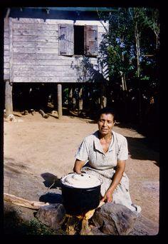 El fogon, La cosina de antes, Puerto Rico Circa 1950s. Me recuerda a mi abuela Ino, le gustaba cocinar en fogon tambien!