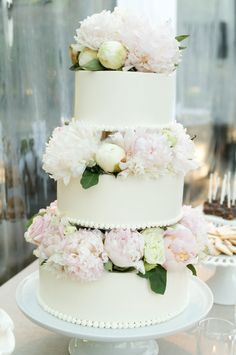 wedding cake_white_peonies