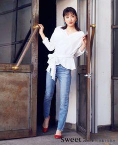 ロサンゼルスの「ジーンズイノベーションセンター」からお届けするユニクロのジーンズ。上質で快適、デザイン性も抜群なジーンズは、今季もバリエ豊富に登場しています。注目の女優・永野芽郁さんがスタイル別に着こなしてくれました!シガレットジーンズに新色が登場。ハイライズと美脚シルエットで脚長効果抜群です!カラバリも豊富。新色の春らしい淡いカラーは、はくだけで気持ちが浮き立ちそう♥【着用アイテム】ハイライズシ... Japanese Beauty, Japanese Girl, Asian Beauty, Nagano, Uniqlo, Asian Woman, Spring Fashion, Dress Up, Normcore