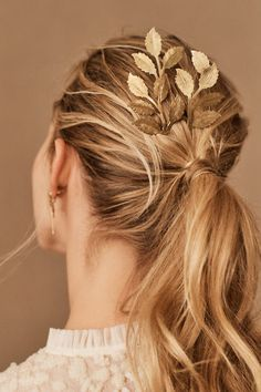 Hand-hammered brass forms the luminous leaves of this statement hair pin. Bohemian Hairstyles, Elegant Hairstyles, Braided Hairstyles, Wedding Hairstyles, Bohemian Hair Accessories, Wedding Hair Accessories, Hair Inspo, Hair Inspiration, Flapper Hair
