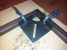 Bildergebnis für how to make welding clamps - Young Tutorial and Ideas Welding Classes, Welding Jobs, Mig Welding, Welding Table, Welding Art, Welding Design, Metal Projects, Welding Projects, Welding Ideas