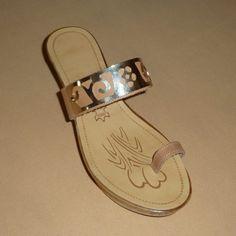 Πλατφόρμα: Exclusive, Δέρμα φυσικό, Φάσα-Δάχτυλο, Διακόσμηση: Χρυσή μεταλλική φάσα βραχιόλι (310.129) > Tresor by Yiannis Xouryas > http://www.greekshoes.net  & http://www.e-tresor.gr