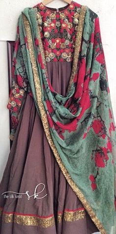 Alternative: plain anarkali w the same dupatta India Fashion, Ethnic Fashion, Asian Fashion, Women's Fashion, Indian Look, Indian Ethnic Wear, Ethnic Style, Pakistani Outfits, Indian Outfits