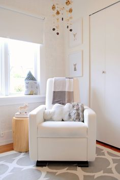 A neutral nursery by WINTER*DAISY! This nursery belongs to the gorgeous and smiley Xavier. Modern Nursery Furniture, Nursery Modern, Nursery Neutral, Kids Furniture, Project Nursery, White And Gold Decor, Small Nurseries, Nursery Inspiration, Babies Rooms