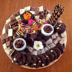 Snack Platter, Dessert Platter, Party Food Platters, Antipasto Platter, Party Trays, Snacks Für Party, Cheese Platters, Dessert Table, Cake Platter
