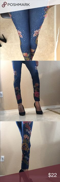 Floral jeggings/leggings Jeggings in great condition. Never worn. Very comfortable. Lots of stretch Pants Leggings