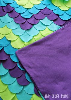 """A """"mermaid"""" style blanket DIY. I love the colors here, although I'm not sure I'd use feld as a blanket material. Diy Mermaid Tail, Mermaid Tail Blanket, Mermaid Blankets, Baby Blankets, Hand Made Blankets, Mermaid Blanket Pattern, Mermaid Quilt, Mermaid Room, Mermaid Mermaid"""