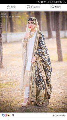 Nikah bride White kamiz and chori dar pajama side shawl Asian Wedding Dress, Indian Wedding Outfits, Bridal Outfits, Indian Outfits, Shadi Dresses, Nikkah Dress, Indian Dresses, Pakistani Bridal Dresses, Pakistani Outfits