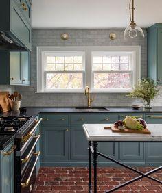 This traditional Victorian home features a transitional kitchen with modern taste. Green Kitchen Designs, Interior Design Kitchen, Cottage Kitchens, Home Kitchens, Modern Kitchens, Dream Kitchens, Black Kitchens, New Kitchen, Kitchen Decor