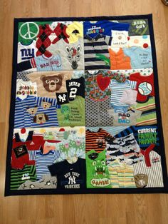 New baby clothes crafts blankets ideas Baby Clothes Blanket, Old Baby Clothes, Sewing Baby Clothes, Baby Memory Quilt, Memory Quilts, Quilt Baby, Onesie Quilt, Shirt Quilts, Quilting Projects