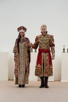 From Russia with love A bride and a groom in the old Russian style Russian Beauty, Russian Fashion, Historical Costume, Historical Clothing, Costume Russe, Mode Russe, Noter Dame, Russian Culture, Court Dresses