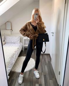 Casual School Outfits, Professional Outfits, Cute Casual Outfits, Stylish Outfits, Casual Ootd, Cute Outfits With Leggings, Legging Outfits, Cute Girl Outfits, Winter Fashion Outfits
