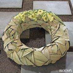 Snowball leaves (Viburnum) wreath - Modern Funeral Flowers: Funeral wreaths with foliage and flower jewelry Flower Wreath Funeral, Funeral Flowers, Modern Floral Arrangements, Flower Arrangements, Leaf Flowers, Dried Flowers, Fleurs Toussaint, Flower Factory, Modern Wreath