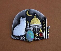 "Linda Ladurner / ""Cat in Venice"" Brooch- pendant 2018. Silver, gold, Mintabie black opal, carnelian. (One of a kind, on special commission) Broche chat à Venise, avec opale noire de la cliente, cornaline, argent, or, pièce unique. Women's Brooches, Pottery Designs, Jewellery Making, Diy Projects To Try, Artisan Jewelry, Sterling Silver Rings, Jewelry Design, Italy, Jewels"
