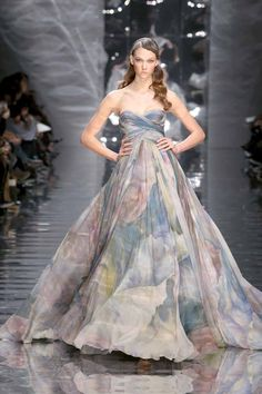 Elie Saab Spring 2010 Couture Fashion Show Collection: See the complete Elie Saab Spring 2010 Couture collection. Look 1 Elie Saab Couture, Couture Mode, Style Couture, Couture Fashion, Runway Fashion, Fashion Show, Net Fashion, Paris Fashion, Fashion Trends