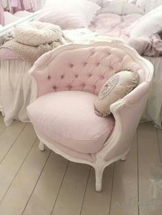 Gorgeous pink chair!