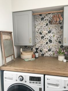 wallpapered laundry room Source by onethousandoaks Laundry Room Wallpaper, Laundry Room Bathroom, Farmhouse Laundry Room, Laundry Closet, Small Laundry, Laundry Rooms, Wallpaper In Kitchen, Laundry Drying, Mud Rooms