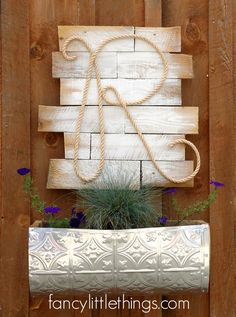 I really like this sign! And I just happen to have some wood that needs decorating :)