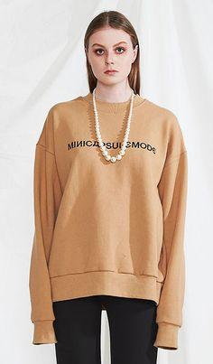 MINICAPSULE Basic logo sweat shirt (beige) 모델 정혁 착용 자수로고가 인상적인 맨투맨