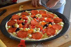 Pizza casei - LauraSweets.ro Fruit Salad, Mozzarella, Pizza, Food, Fruit Salads, Meals, Yemek, Eten