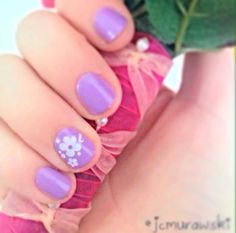 simple and easy purple short nails with white flower design. super cute for spring and summer!
