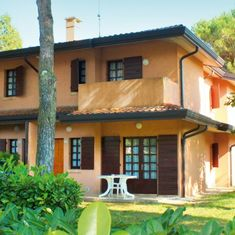 Bibione Spiaggia, Villa Ca´Rossa. Dovolená u moře, letní pobyty, Itálie Bibione. Dvoupatrová vilka, apartmány se zahrádkou, dvě koupelny, svoz na pláž. Rodinná dovolená, prázdniny s dětmi, povolen pobyt se psem. Pergola, Villa, Outdoor Structures, Outdoor Decor, Home Decor, Decoration Home, Room Decor, Outdoor Pergola, Home Interior Design