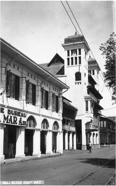 Business area in Kalibesar Timur 1937, the Dutch built the business area which was closed to Sunda Kelapa Harbour. Nowadays these old buildings are still there looks ugly and abandoned good news is it's now being restored hopefully we can enjoy the original buildings soon since this area is really historical.