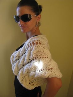 'Butterfly' chunky cables & eyelet white knitted shrug/bolero