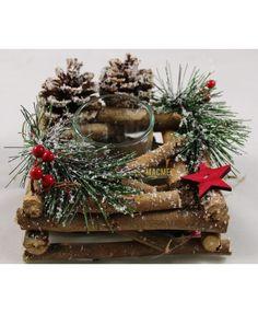 Castiçal Natal #homedeco #natal #castiçal #velas #navidad Bee Gifts, Christmas Arrangements, Christmas Wreaths, Holiday Decor, Home Decor, Christmas Candle Holders, Holiday Decorating, Candles, Xmas