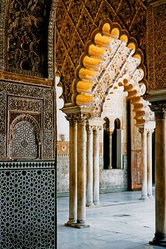 moorish architecture. Alcázar, Seville.  http://www.travelandtransitions.com/our-travel-blog/andalusia-2011/andalusia-travel-the-wonders-of-seville/