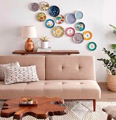 Wall decoration with plates - Make your wall unique! Plate Wall Decor, Room Wall Decor, Plates On Wall, Bedroom Wall, Living Room Decor, Unique Wall Decor, Dining Room Walls, Decor Styles, Home Decor Inspiration