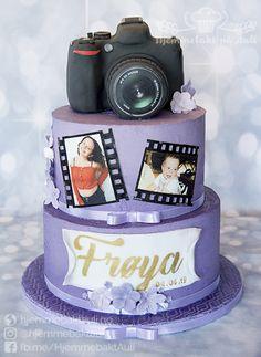 Konfirmasjonskake med kameraparat til en jente som er glad i fotografering Snow Globes, Cake, Desserts, Food, Decor, Pie Cake, Tailgate Desserts, Decorating, Pastel
