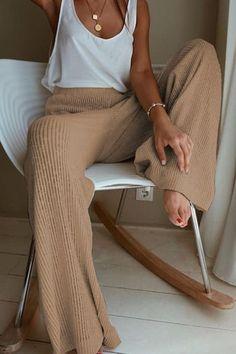 Daily Fashion, Boho Fashion, Fashion Outfits, Fashion Fashion, Cute Casual Outfits, Stylish Outfits, Type Of Pants, Wide Leg Pants, Long Pants
