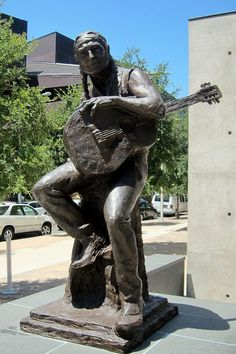 This statue of Willie Nelson is one of the Austin landmarks you'll visit while completing the Urban Adventure Quest. Recommended for families! Country Musicians, Country Music Singers, Outlaw Country, Texas Forever, Loving Texas, Texas Pride, Texas History, Willie Nelson, Texas Travel