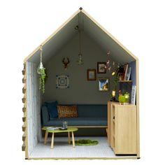 「1畳ハウス」は、世界最小級の小屋です。持ち運び可能なので、海でも山でも、どこでも「小屋感」を楽しめます。