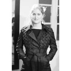 Los esperamos hoy en #AbstractaEstudio  desde las 17 hrs. en 6 norte 983  Viña del Mar. Abrigo Rossana en honor a nuestra querida clienta @mistusa con la más bella @flirinci #karenbittencourt  #diseñolocal #diseñochileno #hechoenchile #hechoamano #modachile #moda #diseñodeautor #modaetica #diseño #vestuario #atacama #fashiondesigner #fashiondesign #madeinchile #chileandesigner #fashion #instafashion #slowfashion #ecofashion #handmade #fashiondesign #clothing #sustainablefashion #sustainable…