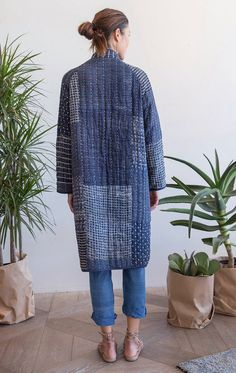 Our very last piece This Perfectly puffy coat is our collaboration with textile designer Neeru Kumar! This Indigo patchwork kantha stitch coat designed exclusively by Two is where style meets comfort. Incredibly soft and cozy like a warm blanket. The coat Sewing Clothes, Diy Clothes, Quilted Clothes, Artisanats Denim, Look Fashion, Fashion Design, Womens Fashion, Mode Outfits, Skirt Outfits