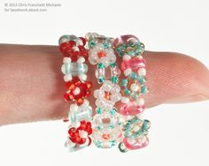 Use Twin beads to connect tiny beaded daisies in this basic pattern. Use the band to make a bracelet or amulet bag strap, or join the ends to make a cute finger ring.